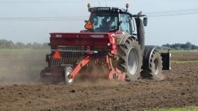 polec, ciągnik, traktor, rolnik aktywny zawodowo
